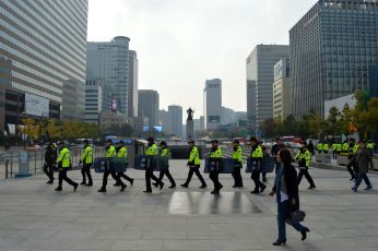 Police preparing for protests in Gwanghwamun.
